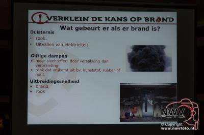 Voorlichting door brandweer over brandveiligheid van woningen  - ©NWVFoto.nl
