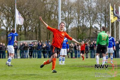30-04-2016 DSV'61 loopt over koploper AGOVV heen en wint met 4-1 in Doornspijk. - ©NWVFoto.nl