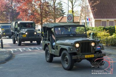 Optocht oude legervoertuigen van het ASK museum door 't Harde 05-05-2016 - ©NWVFoto.nl
