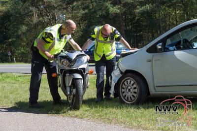 Aanrijding motor met auto op de Eperweg N795 Nunspeet 08-05-2016 - ©NWVFoto.nl