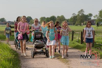 Avondwandel vierdaagse van start in Doornspijk 09-05-2016 - ©NWVFoto.nl