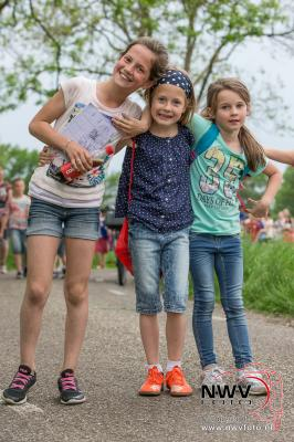 Avondwandel vierdaagse dinsdagavond in Doornspijk 10-05-2016 - ©NWVFoto.nl