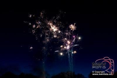 Foto's : Feest op de Singel met vuurwerk en muzikale begeleiding van Partyband The Raise. 06-05-2016 - ©NWVFoto.nl