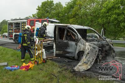 Bestelbus uitgebrand op de A28 Re 73,5 bij 't Harde 17-05-2016  - ©NWVFoto.nl
