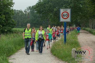 Avondwandel vierdaagse donderdagavond Elburg. - ©NWVFoto.nl