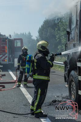 Kiepvrachtwagen brand uit op A28 t.h.v. Nunspeet. - ©NWVFoto.nl