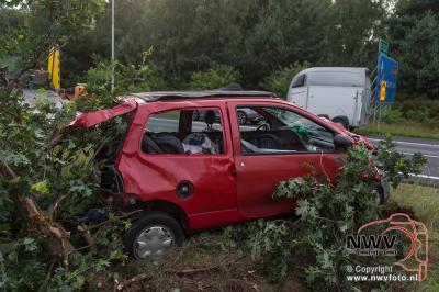 Ongeval eenzijdig A28 Li 73,4 't Harde zijn vier mensen naar het ziekenhuis vervoerd. - ©NWVFoto.nl