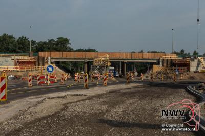 Landhoofden en midden steunpunt viaduct A28 zowat klaar voor de prefab liggers. - ©NWVFoto.nl