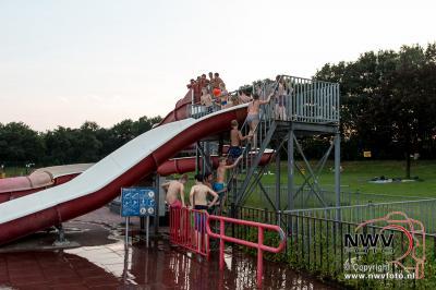 Discozwemmen in zwembad De Hokseberg op 't Harde - ©NWVFoto.nl