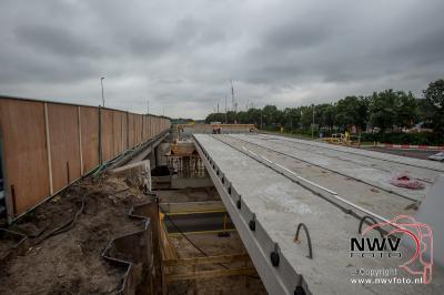 Leggen van liggers nieuwe dek viaduct A28 't Harde. - ©NWVFoto.nl