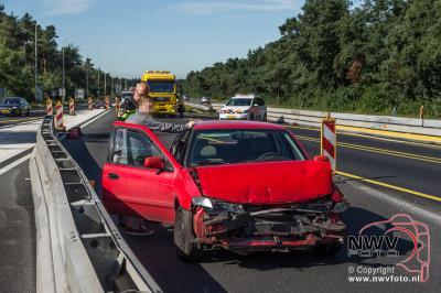 Ongeval drie auto's op A28 in wegversmalling gedeelte Re 72.1 't Harde. - ©NWVFoto.nl
