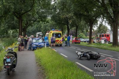 Ernstig ongeval tussen snorscooter en auto op de Zuiderzeestraatweg N309 Elburg. - ©NWVFoto.nl