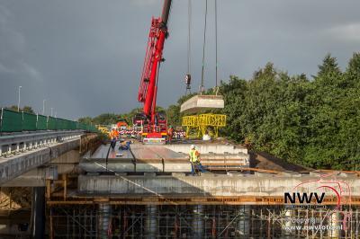 Inhijsen liggers viaduct 't Harde N309-A28 noordelijkdeel. - ©NWVFoto.nl