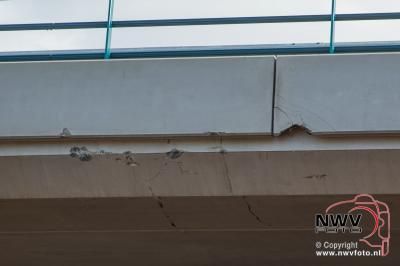 Schade door kipper achter tractor die is blijven haken achter het nieuwe viaduct A28 over de  N309 op 't Harde. - ©NWVFoto.nl