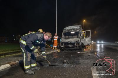 Bedrijfsbusje brand volledig uit op de Eperweg N309 't Harde. - ©NWVFoto.nl