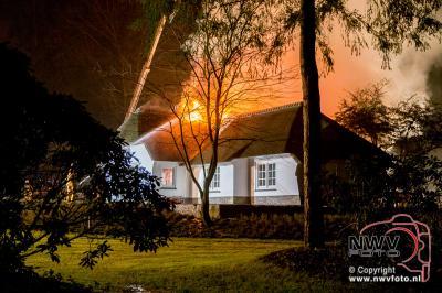 Brand verwoest kapitale villa in Hattem. - ©NWVFoto.nl
