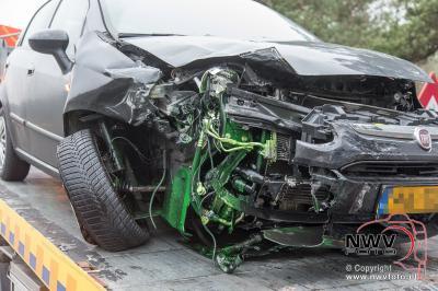 Bestuurster die even iets wilde pakken veroorzaakt ongeval met vrachtwagen op A28 't Harde. - ©NWVFoto.nl
