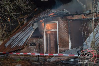 Uitslaande brand in leegstaande boerderij aan de Kleine Woldweg Oosterwolde. - ©NWVFoto.nl
