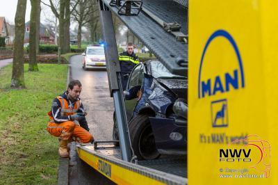 Bestuurder komt bij eenzijdig ongeval tot stilstand tegen boom. - ©NWVFoto.nl