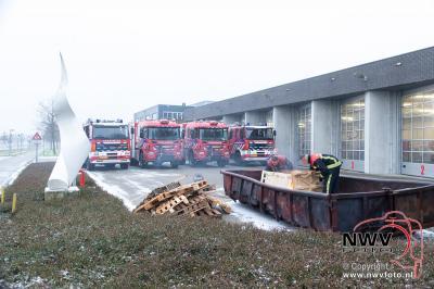 Brandweer post Elburg, blust met nieuwe voertuigen en neemt afscheid van burgemeester de Lange.  - ©NWVFoto.nl