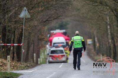 Onderzoek naar lichaam Wapenvelder Molenweg in Hattem. - ©NWVFoto.nl