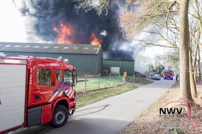Brand verwoest woning en garagebedrijf Kielman op 't Harde. - ©NWVFoto.nl