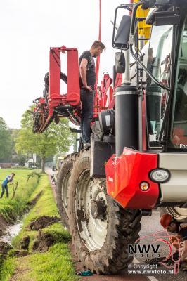 Berging landbouwvoertuig aan de Mheneweg Zuid Oldebroek. - ©NWVFoto.nl