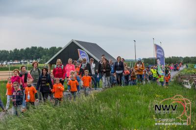 Avondwandel vierdaagse vrijdagavond Elburg. - ©NWVFoto.nl