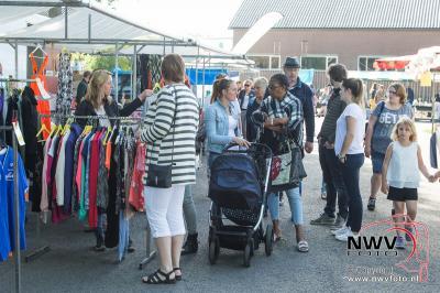Grootste vlooienmarkt op hemelvaartsdag voor de dertigste keer georganiseerd door de supporters vereniging van sv 't Harde.  - ©NWVFoto.nl
