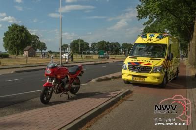 Eenzijdig ongeval motorrijder op Zuiderzeestraatweg Doornspijk. - ©NWVFoto.nl