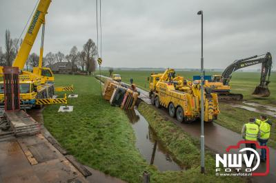 Vuilniswagen beland in Pangelerbeek Nunspeet. - ©NWVFoto.nl