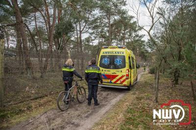 Mountainbiker komt ten val op bospad en is lastig te vinden. - ©NWVFoto.nl