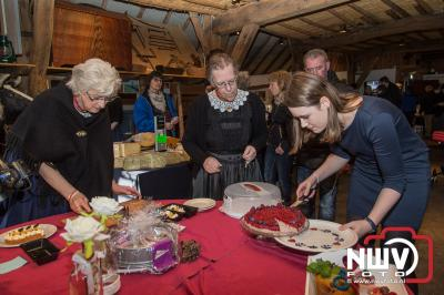 Jaarlijkse sprokkelmarkt in en om de boerderijmuseum in Oldebroek. - ©NWVFoto.nl