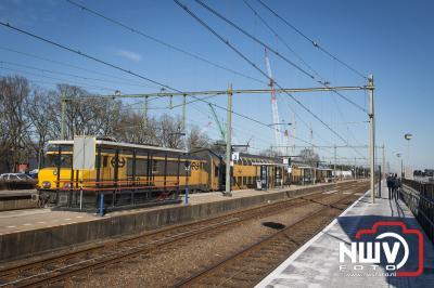 Intercity trein stop tijdelijk op tHarde. - ©NWVFoto.nl