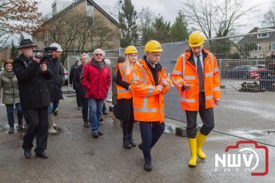Starthandeling bouw door wethouder Henk Wessel op oude dorpshuis locatie.. - ©NWVFoto.nl