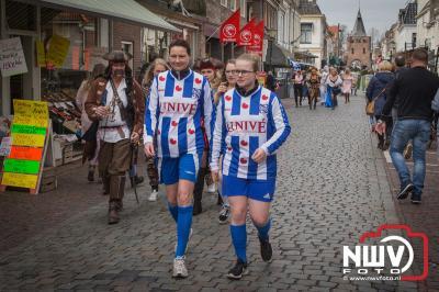 Vierde Elfstedentocht door de stad Elburg. - ©NWVFoto.nl