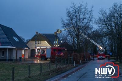 Inzet hoogwerker Zwolle bij schoorsteenbrand in Elburg. - ©NWVFoto.nl