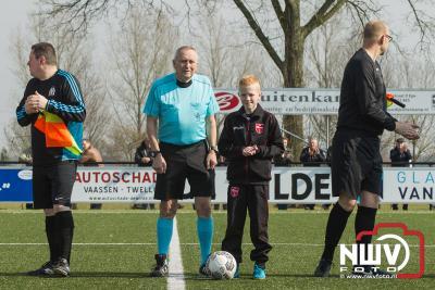 Oene krijgt BAS op de knieën. - ©NWVFoto.nl