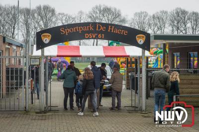 Vlooienmarkt op De Haere was een publiekstrekker op 2e Paasdag. - ©NWVFoto.nl