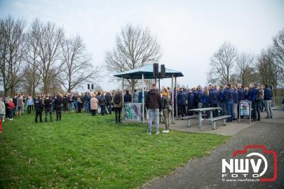 Honderden mensen liepen mee in stille tocht voor Michiel. - ©NWVFoto.nl