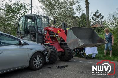 Machinist mini-shovel met onbekend letsel naar ziekenhuis na ongeval. - ©NWVFoto.nl