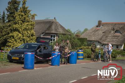 Oefening verkeersluis control op de Oostendorperstraatweg in Elburg. - ©NWVFoto.nl