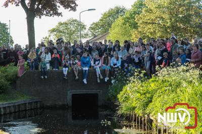 Veel belangstelling voor 4 mei herdenking bij het oorlogsmonument in Doornspijk. - ©NWVFoto.nl