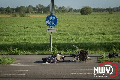 Automobilist ziet fietser op fietspad over het hoofd. - ©NWVFoto.nl