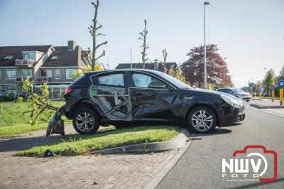 Ongeval afslaande tractor met auto na inhaal actie op Zuiderzeestraatweg Oldebroek. - ©NWVFoto.nl