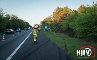 Twee personen naar het ziekenhuis na ongeval op snelweg boven Doornspijk. - ©NWVFoto.nl