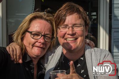 Vlooienmarkt afterparty met Duo Remix voor de kantine van sv tHarde een dolle boel. - ©NWVFoto.nl