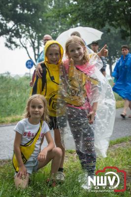 De 50 ste editie begon met code oranje waardoor de eerste avond uitviel, gevolgd door twee prachtige wandelavonden en een avond met regen als afsluiting, maar wat was het gezellig onderweg. - ©NWVFoto.nl