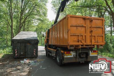 Zondagmorgen vroeg heeft men een enorme banden en afval dump gedaan op de parkeerplaats langs de N309 op 't Harde. - ©NWVFoto.nl