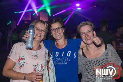 90's Party op het parkeerterrein van Owios aan de Bovenheigraaf in Oldebroek, met onderander Giel Beelen, Nakatomi, Dune en Flamman & Abraxas  - ©NWVFoto.nl